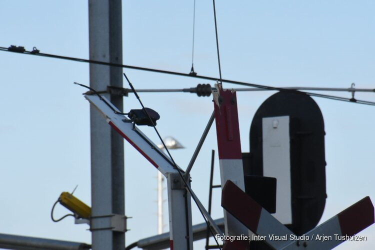 Slagboom spoorwegoverhang Purmerene kapot gereden