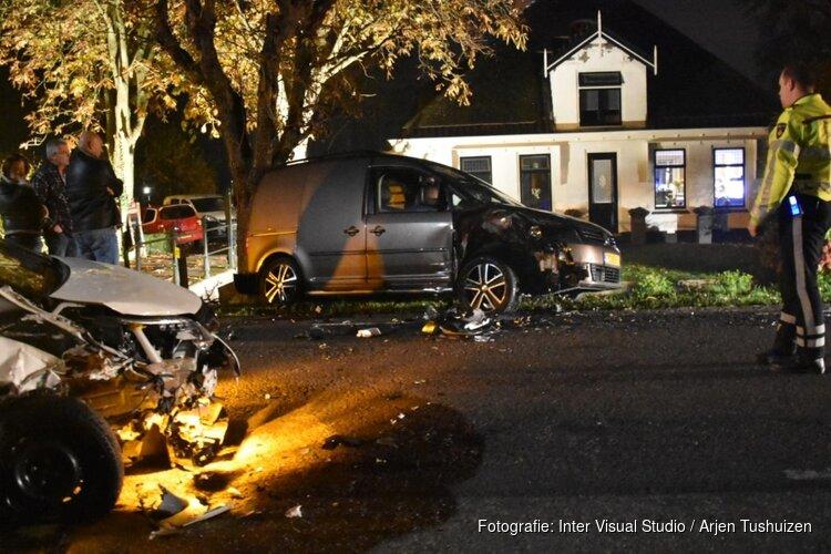 Auto tegen geparkeerde auto gereden in Beemster