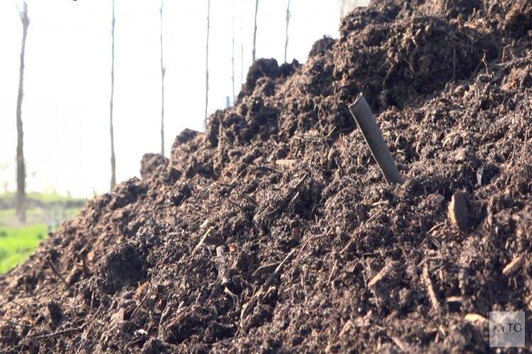 Onderzoek: in één schep Noord-Hollands compost zitten duizenden microplastics