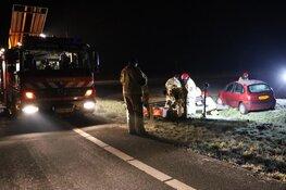Auto belandt in weiland langs N244