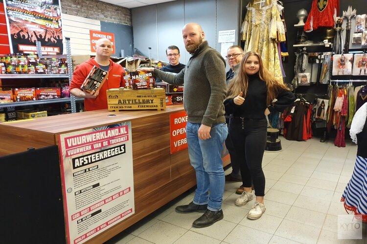 Medewerkers Vuurwerkland Zaandam genieten van topdrukte: Oudejaarsavond tot 20.00 uur open