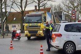 Bromfietser zwaargewond in Middenbeemster na aanrijding met vuilniswagen
