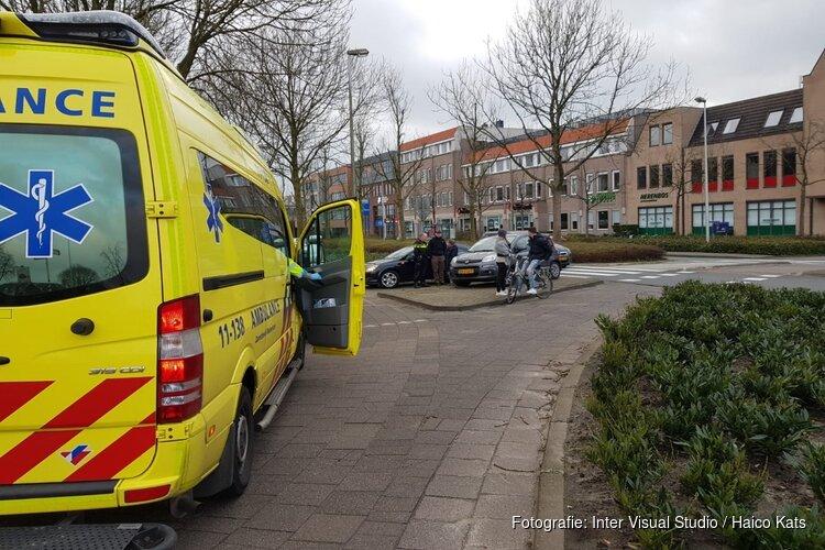Vrouw op leeftijd raakt gewond bij verkeersongeluk Purmerend; bestuurder rijdt door