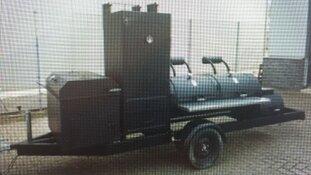 Opvallende aanhangwagen en bestelbus gestolen uit loods