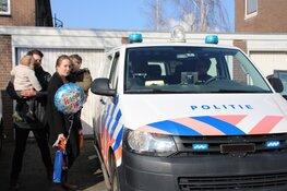 Politie Purmerend verrast jarige job Ollie (6) vanwege niet doorgaan kinderfeestje