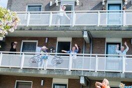 Senioren doen enthousiast mee aan balkonlessen Spurd