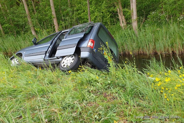 Auto in sloot in Purmerend
