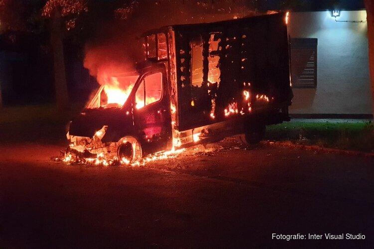 Twee auto's tegelijkertijd in brand in Purmerend