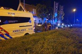 Auto rijdt terras op in Noordbeemster