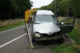 Automobilist vliegt uit de bocht bij afrit A7 en raakt gewond