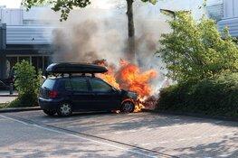 Auto vliegt in brand op parkeerplaats in Purmerend