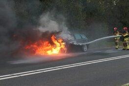 Auto in brand op provinciale weg in Purmerend