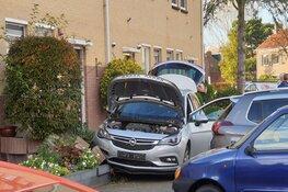 Automobilist rijdt door voortuintjes bij ongeval