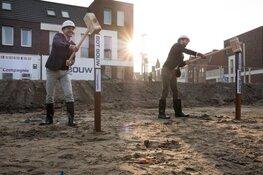 De eerste paal van 70 nieuwe sociale huurwoningen geslagen