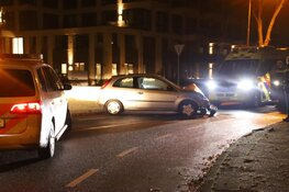 Inzittenden auto vluchten na botsing