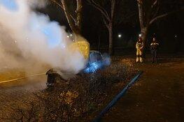 Auto compleet verwoest door brand