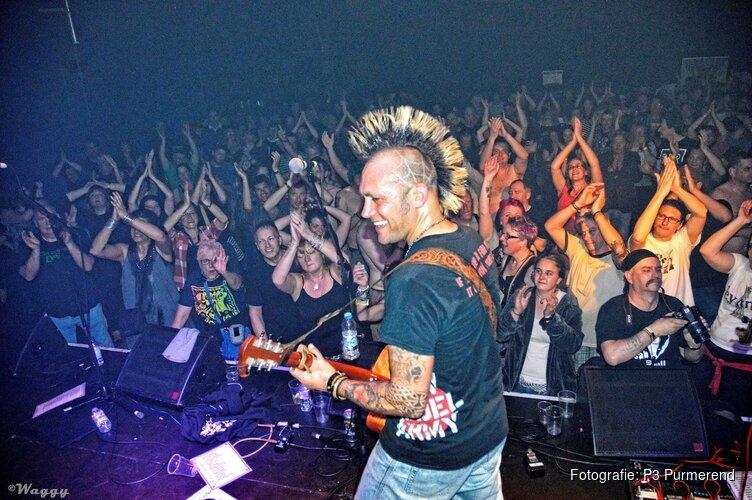 Een unieke mix van folk, punk, ska en rock met Ferocious Dog (UK) & Drunken Dolly