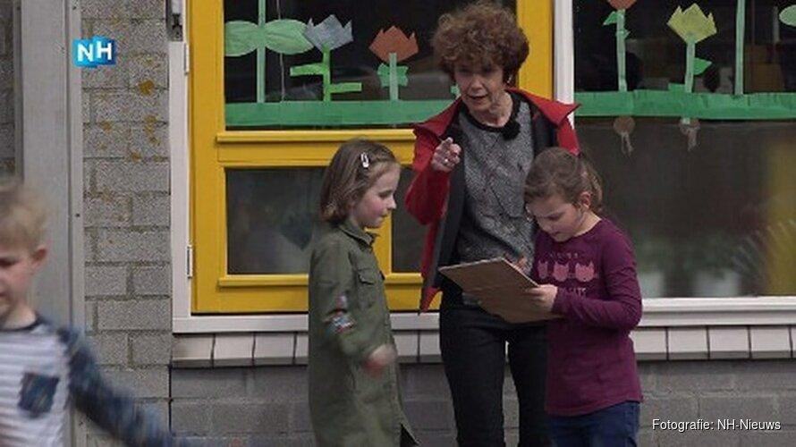"""Purmerendse basisschool doet mee aan Nationale Buitenlesdag: """"Ze moeten al te veel stilzitten"""""""