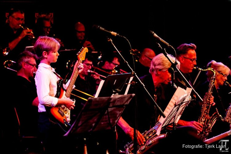 West End Big Band & Jazzkidzz bij FluXus 18-koppige bigband begeleidt jong jazztalent
