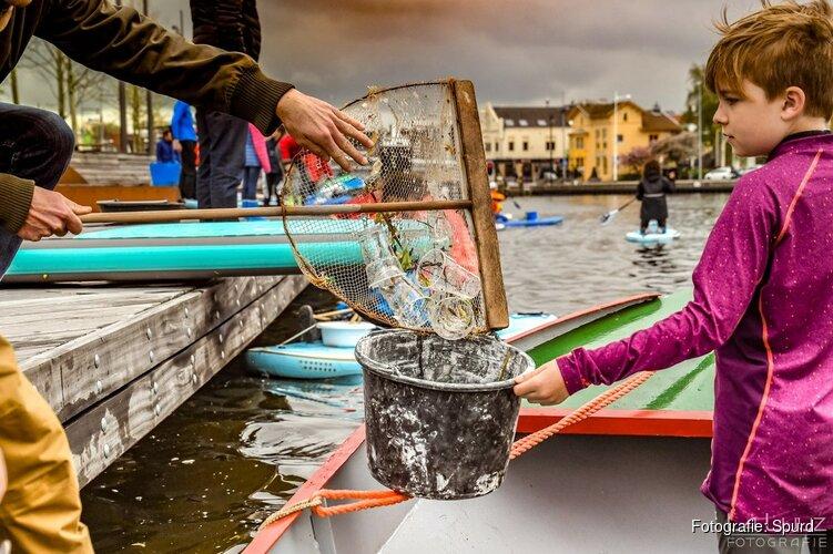 Zwerfafval uit Purmerringvaart en Where vissen