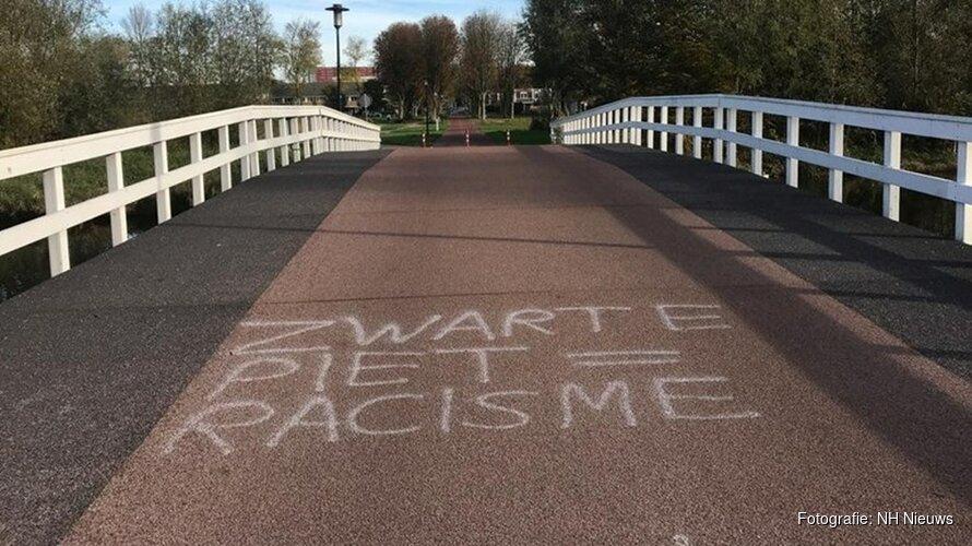 Anonieme vandalen bekladden Purmerend met anti-zwartepietenleus