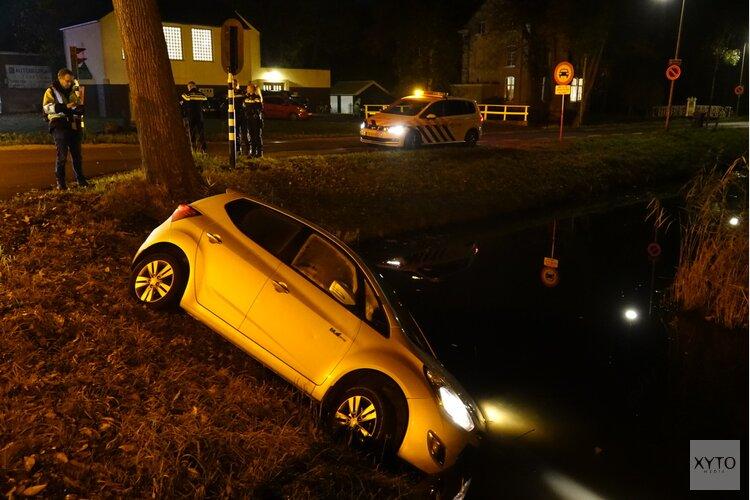 Auto te water op Westerweg