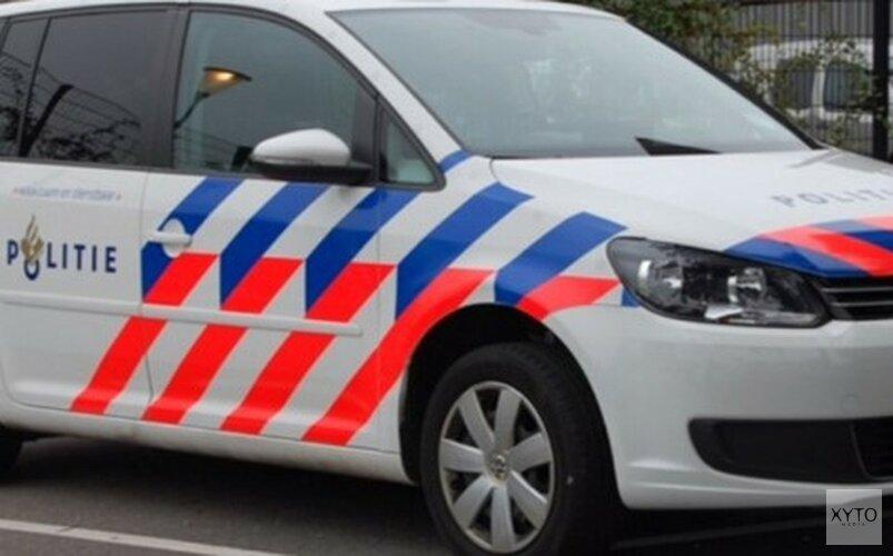 Dame rijdt auto in sloot in Zuidoostbeemster