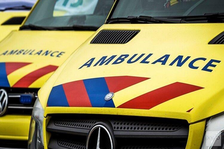Bestelbus te water langs N244, twee gewonden