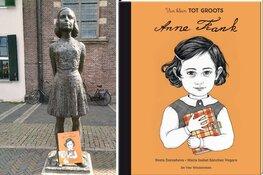Anne Frank-boeken zwerven rond bij Anne Frank-standbeelden