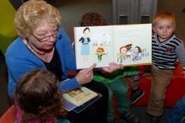 Luisteren naar Voorleesgedichten voor kinderen in de Bibliotheek