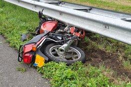 Motorrijder op A7 gewond door vallende plaat