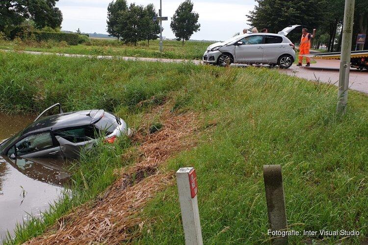 Auto te water na botsing in Middenbeemster